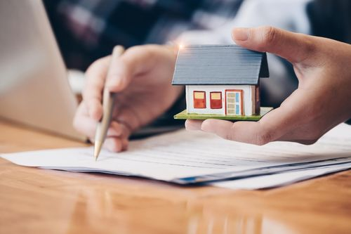 Is it legally required to have a home insurance policy in England?